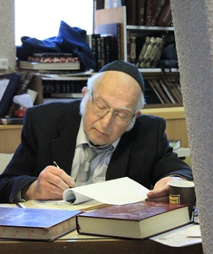 RAL returns learning in the Beit Midrash-web
